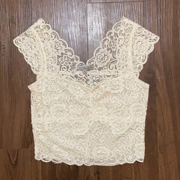 ✨3/10 Cream Lace Crop Top Charlotte Russe size S
